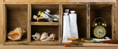 Escovas e pinturas Imagens de Stock