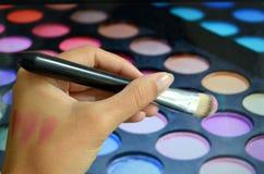 Escovas para a composição em uma paleta do fundo com sombra Imagens de Stock