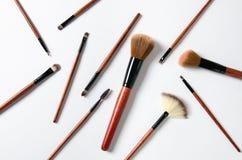 Escovas profissionais da composição isoladas no fundo branco Composição cosmética foto de stock royalty free
