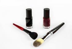 Escovas profissionais do verniz para as unhas e da composição dos cosméticos Imagem de Stock Royalty Free