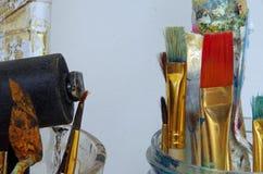 Escovas usadas do artista Fotografia de Stock Royalty Free
