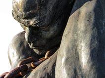 Escravo Carrying uma corrente, isolada no fundo branco fotos de stock royalty free