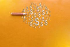 Escreva com o símbolo e o cópia-espaço do dólar americano no fundo amarelo Fotografia de Stock Royalty Free