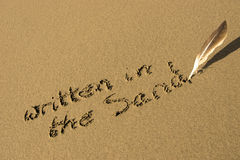 Escreve-se na areia Fotografia de Stock Royalty Free