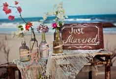 Escreve-se no oceano das flores do amor da palavra da etiqueta Imagem de Stock