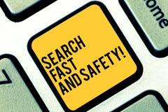 Escrevendo a busca da exibição da nota rápida e segurança Consultação apresentando da foto do negócio rapidamente com proteção de fotografia de stock