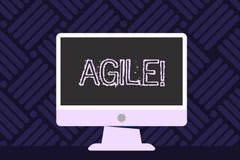 Escrevendo a exibição da nota ágil Apresentar da foto do negócio desenvolve uma agilidade para o Desktop vazio da mudança tecnoló ilustração stock
