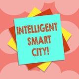 Escrevendo a exibição da nota Smart City inteligente Foto do negócio que apresenta a cidade que tem uma infraestrutura mais esper ilustração royalty free
