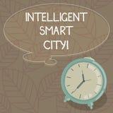Escrevendo a exibição da nota Smart City inteligente Foto do negócio que apresenta a cidade que tem uma placa mais esperta da inf ilustração royalty free