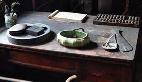 Escrevendo a mesa de madeira foto de stock royalty free