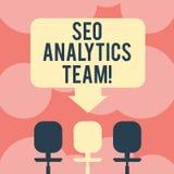 Escrevendo a nota que mostra Seo Analytics Team Exibição apresentando da foto do negócio que faz o processo que afeta o espaço em ilustração do vetor
