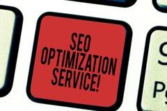 Escrevendo a nota que mostra Seo Optimization Service Alvo apresentando da foto do negócio para aumentar a visibilidade de um Web foto de stock