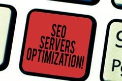Escrevendo a nota que mostra Seo Servers Optimization Foto do negócio que apresenta a eficiência do funcionamento da rede de SEO  imagem de stock royalty free