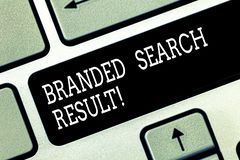 Escrevendo o resultado marcado exibição da busca da nota Pergunta apresentando da foto do negócio através de um Search Engine que fotografia de stock