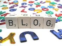 Escrevendo seu próprio blogue para o divertimento Fotos de Stock Royalty Free