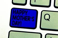 Escrever a exibição da nota a mãe feliz S é dia Celebração apresentando da foto do negócio que honra mums e que comemora imagem de stock