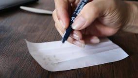Escriba en el papel almacen de video