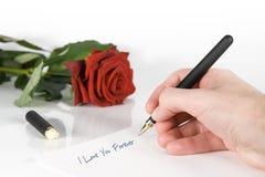 Escriba la letra de amor Imagen de archivo libre de regalías
