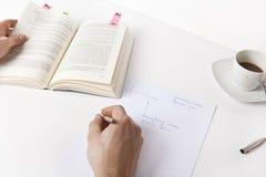 Escriba las notas de un libro Foto de archivo libre de regalías