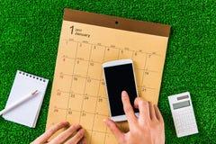 Escriba un horario al calendario foto de archivo