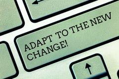 Escribiendo la demostración de la nota adáptese al nuevo cambio La exhibición de la foto del negocio se acostumbra a diversas est imagenes de archivo