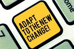 Escribiendo la demostración de la nota adáptese al nuevo cambio La exhibición de la foto del negocio se acostumbra a diversas est fotografía de archivo libre de regalías
