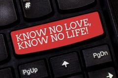 Escribiendo la demostración de la nota sepa que ningún amor no conoce ninguna vida Foto del negocio que muestra la motivación pre fotografía de archivo libre de regalías