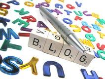 Escribiendo su propio blog inclinado a la derecha Imágenes de archivo libres de regalías