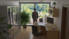 Escritório com o computador dois e uma ilustração do homem de negócio 3D ilustração stock