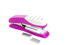 Escritório cor-de-rosa do grampeador do close up Fotos de Stock
