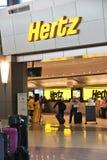 Escritório do aeroporto de Hertz imagem de stock