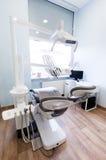 Escritório do dentista Equipamento dental, interior moderno, limpo imagem de stock