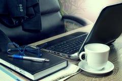 Escritório domiciliário e mesa de escrita, local de trabalho Imagem de Stock