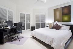 Escritório e quarto de reposição na mansão luxuosa Imagens de Stock