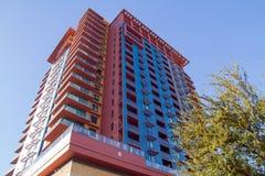 Escritório empresarial e prédio de apartamentos modernos fotos de stock
