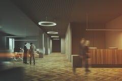 Escritório escuro, de madeira, pessoa do espaço aberto da recepção Imagens de Stock