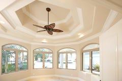 Escritório Home com um teto vaulted foto de stock royalty free
