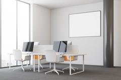 Escritório moderno branco do espaço aberto, lado do cartaz Fotos de Stock
