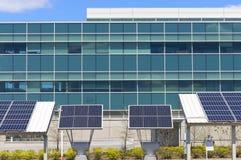 Escritório moderno com energias solares Foto de Stock