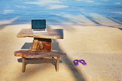 Escritório na praia foto de stock royalty free