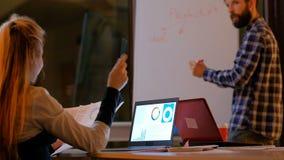 Escritório planeando da estratégia empresarial da sessão de reflexão video estoque