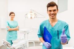 Escritório profissional do dentista imagem de stock