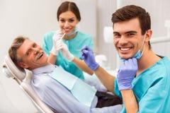 Escritório profissional do dentista foto de stock