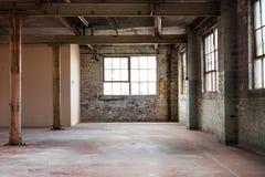 Escritório vazio do armazém ou área comercial, fundo industrial Imagem de Stock