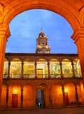 Escritórios archway do governo estatal, Morelia, México imagens de stock
