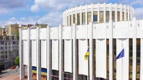Escrit?rio do presidente de Ucr?nia A administração presidencial situada no quadrado europeu Ucraniano e europeu vídeos de arquivo