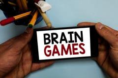 Escrita conceptual da mão que mostra Brain Games Foto do negócio que apresenta a tática psicológica para manipular ou intimidar c foto de stock royalty free