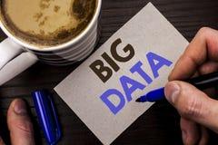 Escrita conceptual da mão que mostra dados grandes Armazenamento enorme do base de dados de Bigdata do Cyberspace da tecnologia d foto de stock royalty free