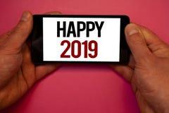 Escrita conceptual da mão que mostra 2019 feliz Fotos do negócio que apresentam elogios Congrats MessageMa inspirador da celebraç Foto de Stock