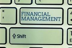 Escrita conceptual da mão que mostra a gestão financeira Apresentar da foto do negócio eficiente e modo eficaz para controlar o d imagens de stock royalty free
